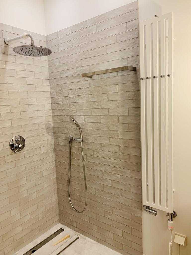 biały grzejnik łazienkowy