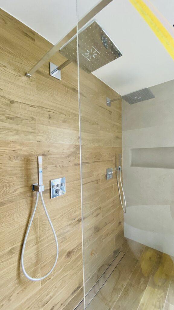 prysznic dla dwóch osób | baterie na modułach podtynkowych