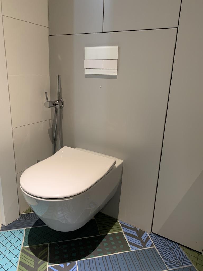 stelaż TECE do WC z przyciskiem szklanym