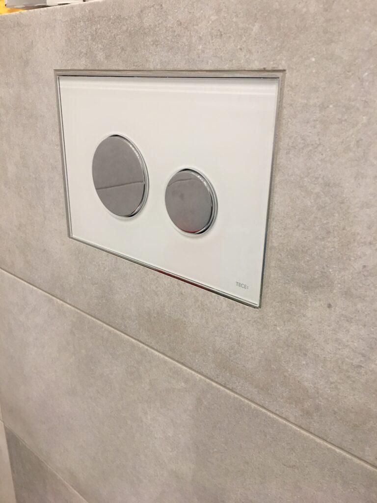 przycisk TECE do WC szklany zlicowany z kaflami | HMI Szczecin