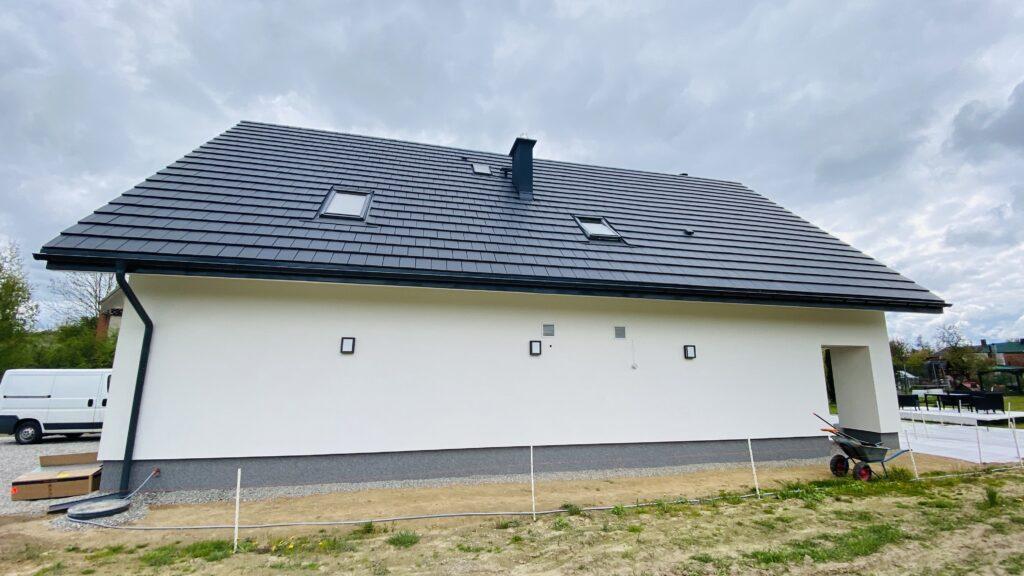 czerpnia i wyrzutnia na ścianie elewacji | HMI Szczecin